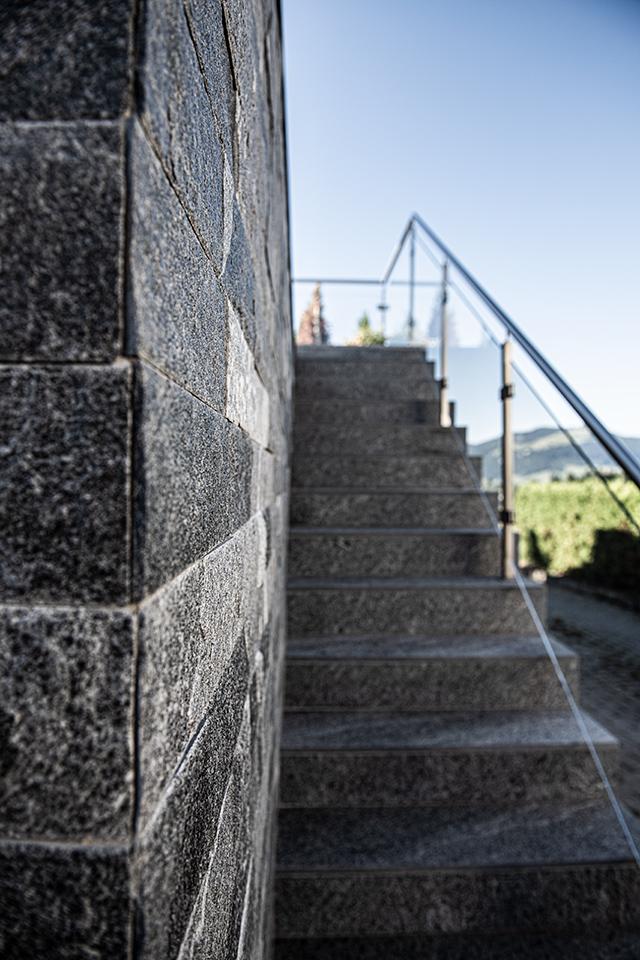 Daniel Kaelin AG, Tief- und Landschaftsbau, Gartengestaltung, Steinmauer und Treppe