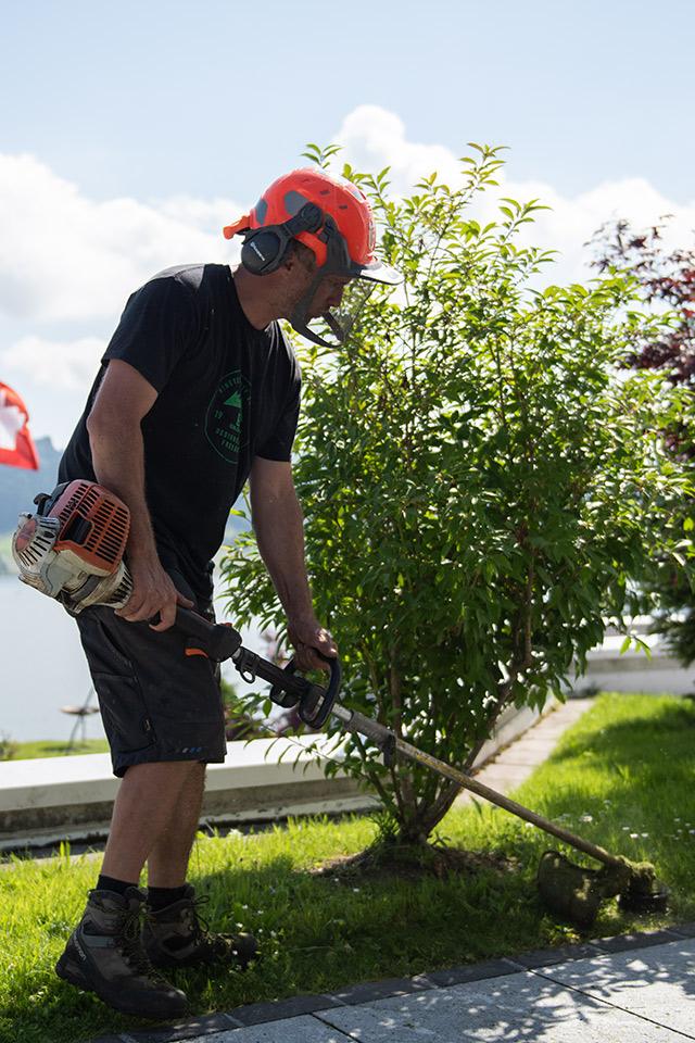 Daniel Kaelin AG, Tief- und Landschaftsbau, Gartenpflege, Rasenmähen